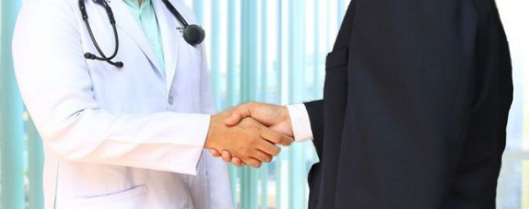 doctor shaking hands with patient